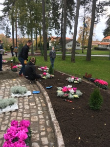 October 30th 2017 week 75 madeleine in sweden his entire countenance changed as he started talking about the love he has for his family we were able to give him the family and set up a time to meet mightylinksfo
